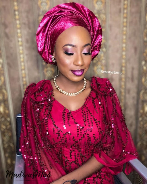 CHIC AND SEXY GELE AND MAKE-UP STYLES FOR YOUR WEEKEND OUTING