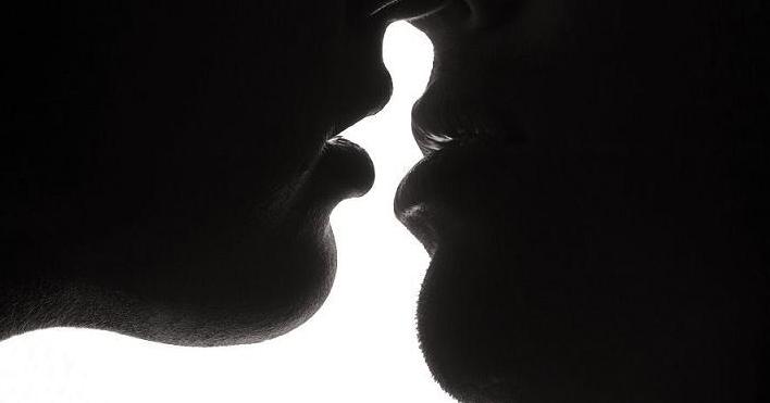 Beso mientras follas mmf