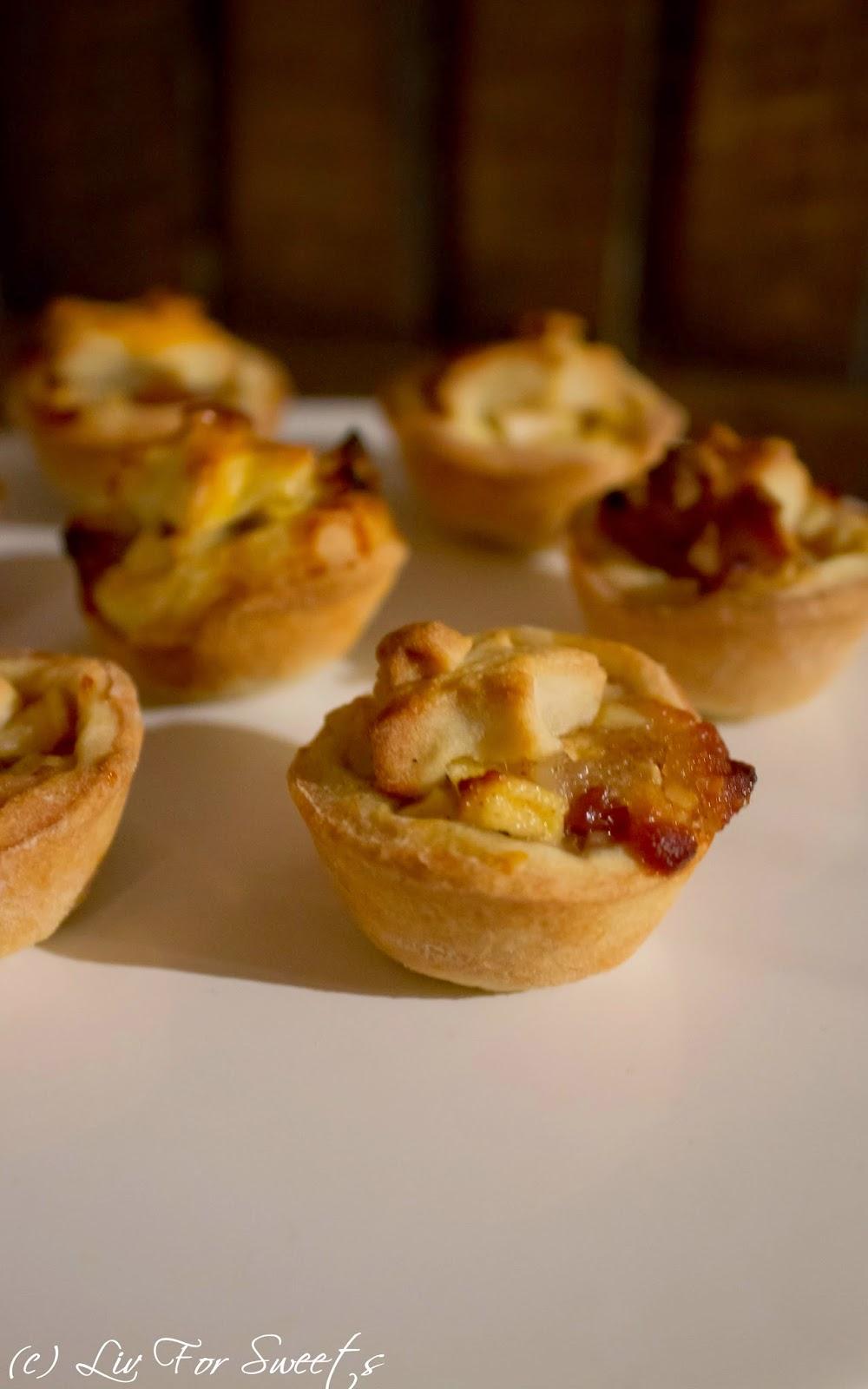 Rezept für weihnachtliche Mini Apple Pies, Mürbeteig mit Apfel, Mandel, Rosinen, Marzipan und Zimt, Rezept auch für den Thermomix, Mini-Muffinblech