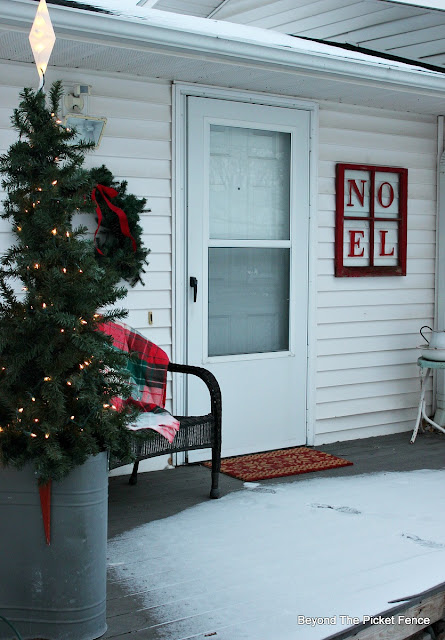 Christmas porch, Noel sign rustic decor, farmhouse, old schoolhouse, https://goo.gl/xpejCP