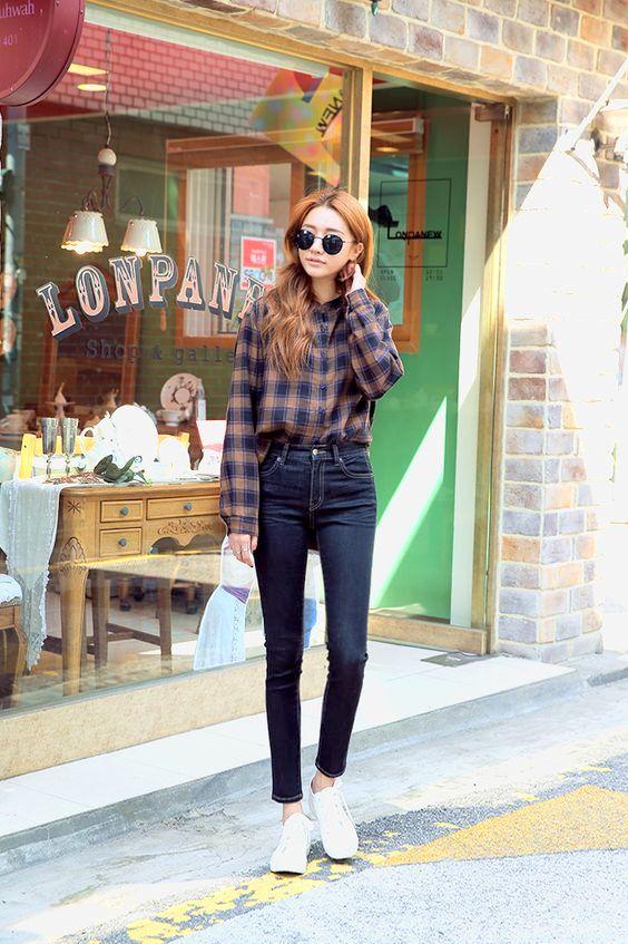 model Jeans Dan Kemeja Flanel wanita kekinian