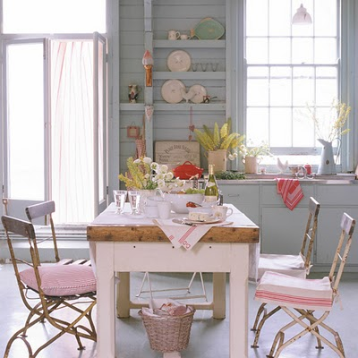 Bright colours in shabby chic 2012 for Cassapanca shabby chic