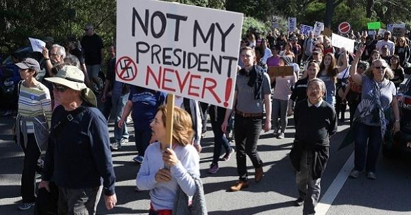 Empresario estadounidense financia campaña contra Trump