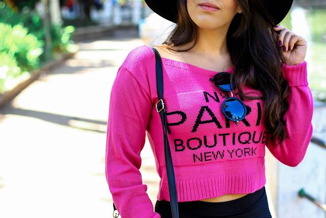 O charme do look ficou por conta desse cropped pink que ganhei do meu amor e  é lindo e quentinho. Com essa cor acende qualquer look e dá uma quebrada no  ... b197a562d10