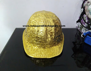 hat hard gold