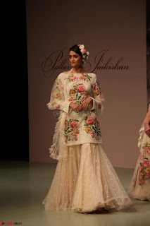 Pallavi Jaikishan Celete 45year In Industry witha beautiful Fashion Show 25.JPG