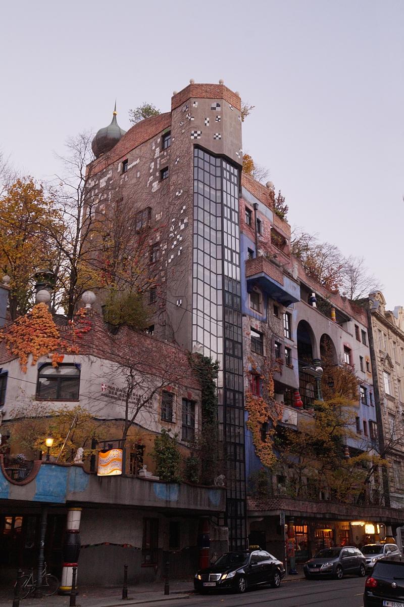 Hundertwasserhaus in Wien am Abend // Hundertwasser House Vienna