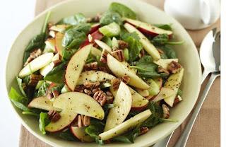 Para muchas personas no hay nada mejor que un plato de ensaladas con manzana, y es que no hay nada que se le compare a una deliciosa comida hecha de algunos verdes vegetales y una rica fruta que le traiga dulzura al paladar.