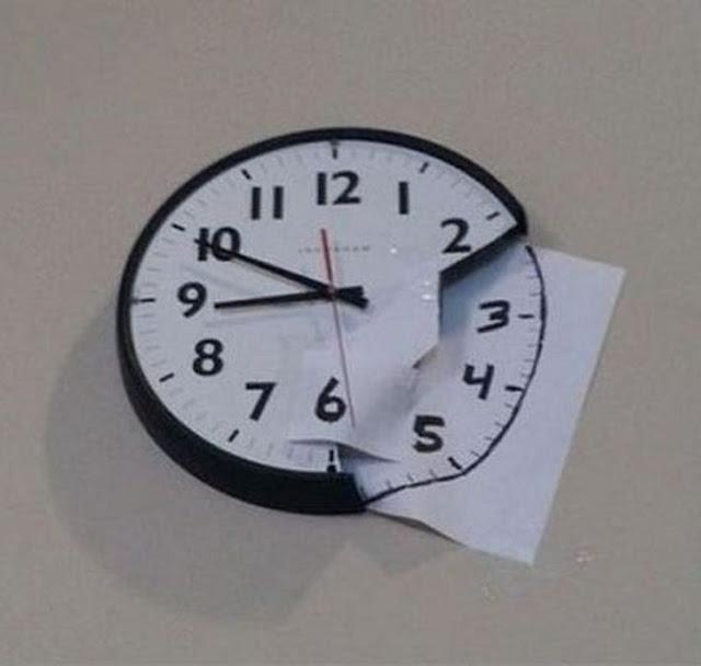اصلاح ساعة حائط مكسورة بصورة غريبة