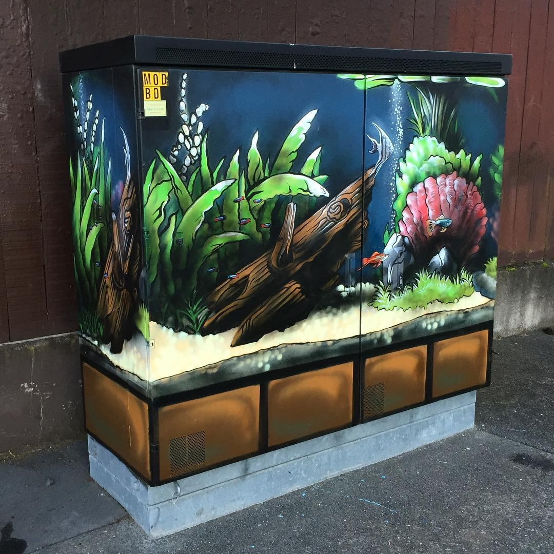 05-Fish-Tank-Paul-Walsh-Decorating-Utility-Boxes-with-Art-in-New-Zealand-www-designstack-co