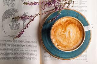 Kata caption bijak tentang kopi yang romantis dan inspiratif