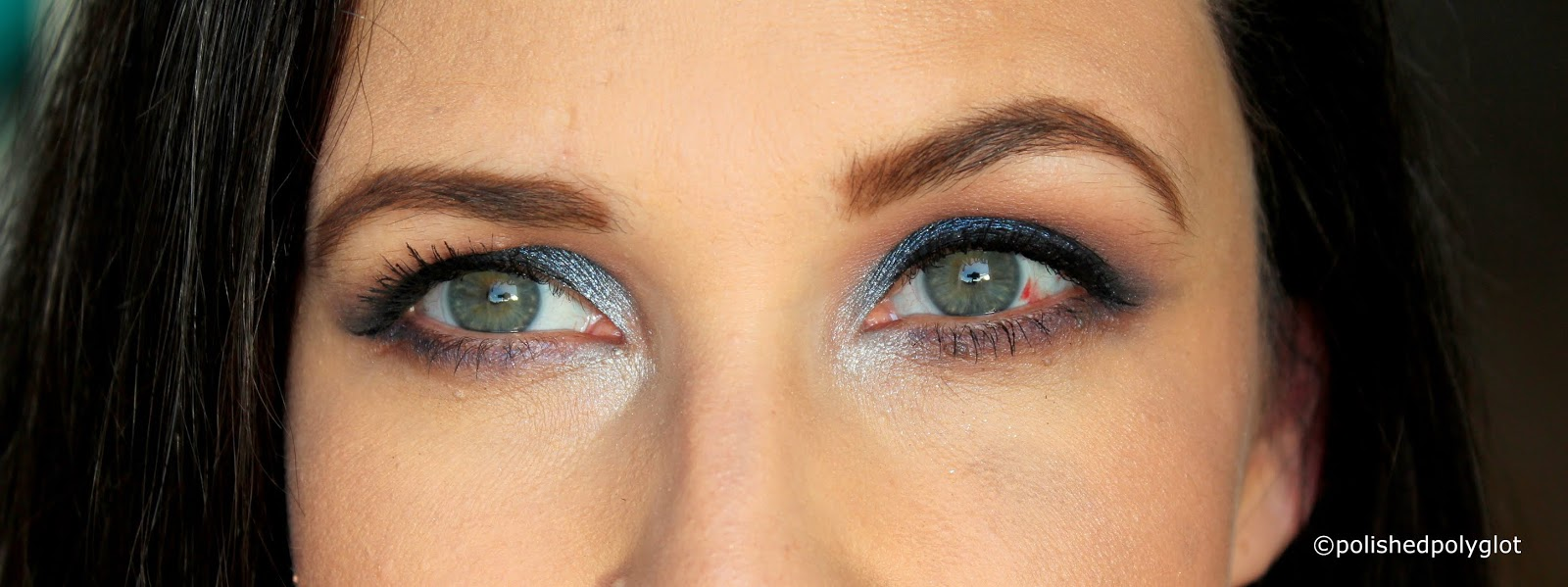 """Today's look is about combining """"midnight Blue"""" and """"Silver"""" and I came up with a coloured smokey eye with a twist. I hope you like it."""