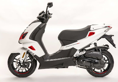 2016 Peugeot Speedfight 3 125cc scooter side view  pose