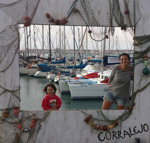 fuerteventura-postal-marinera-del-puerto-de-corralejo-costa-norte