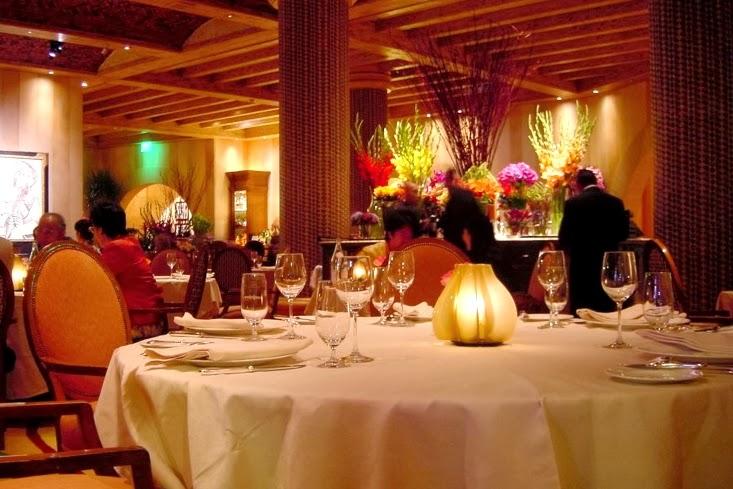 Fancy Elegabr Restaurant Quebec City