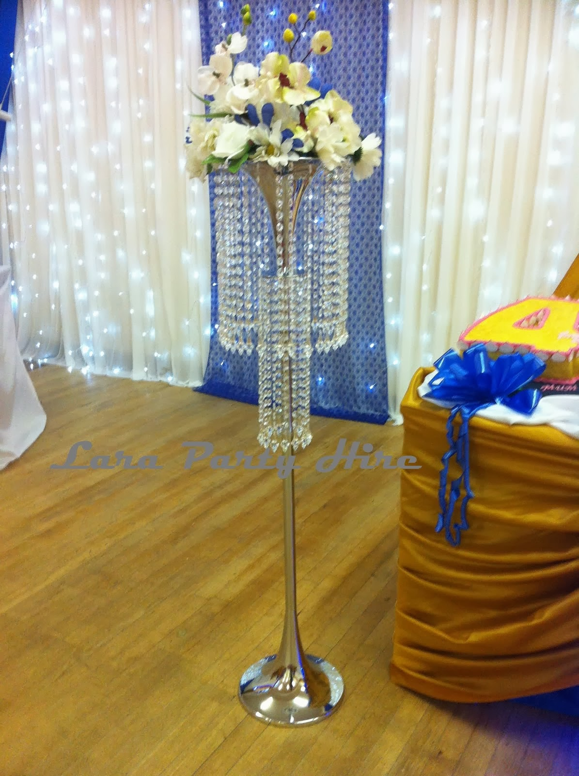 Crystal Flower Stand €15