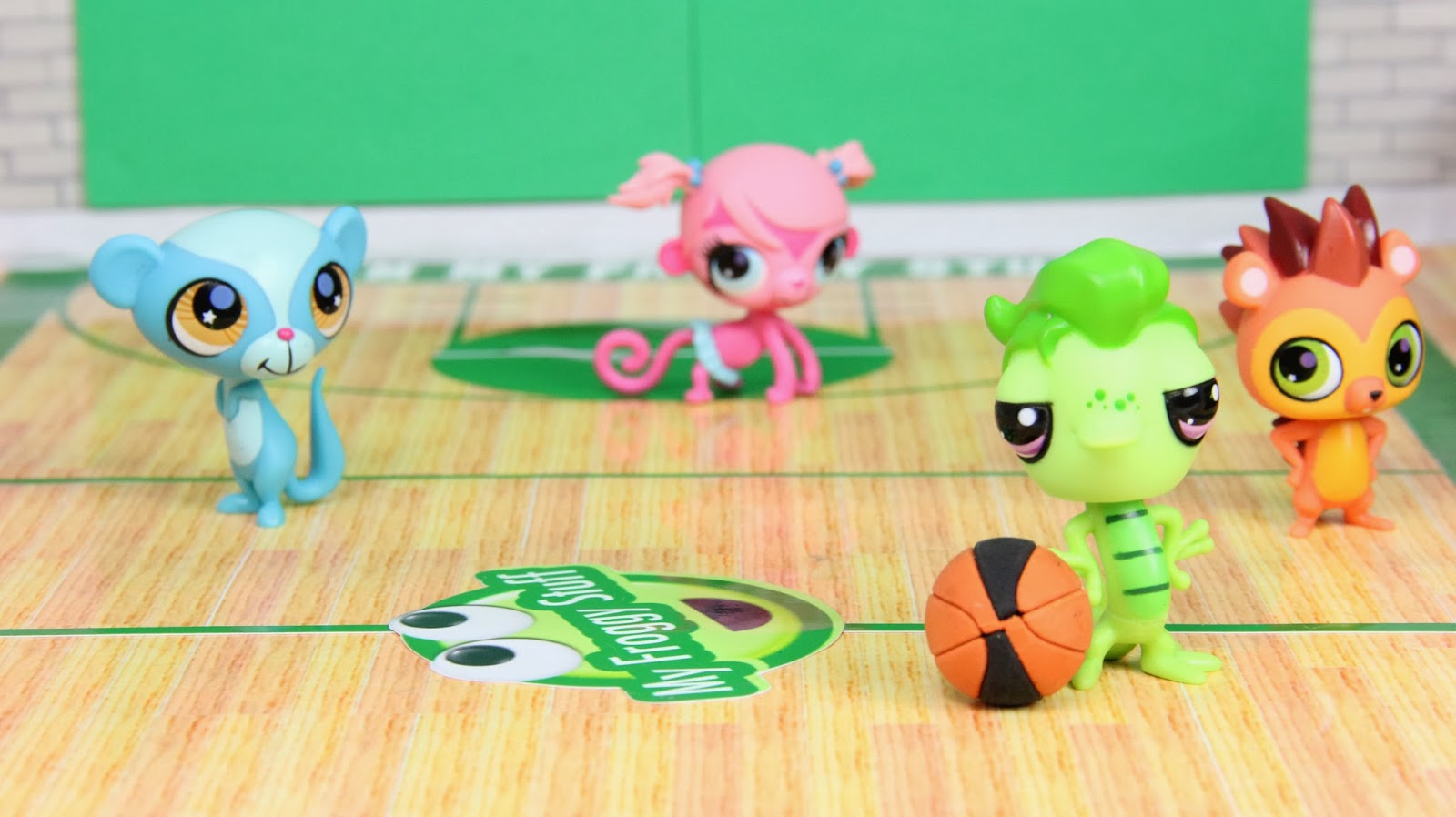My Froggy Stuff: Make a Doll Basketball Court! Free Printables