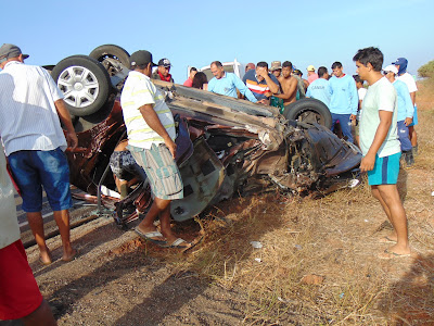 Resultado de imagem para Jandaíra: Grave acidente na BR 406 envolvendo um caminhão e um carro de passeio deixa um morto e quatro feridos