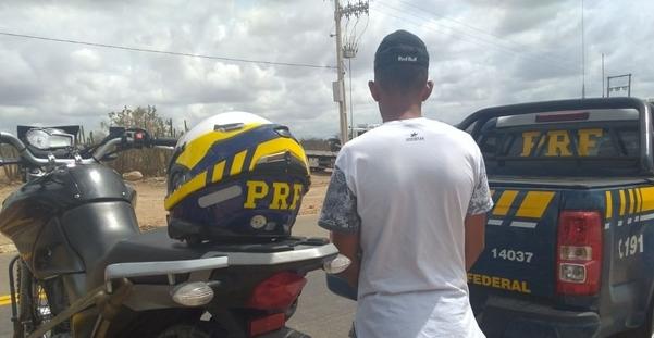 PRF, apreende em Canapi, menor de idade conduzindo motocicleta adulterada