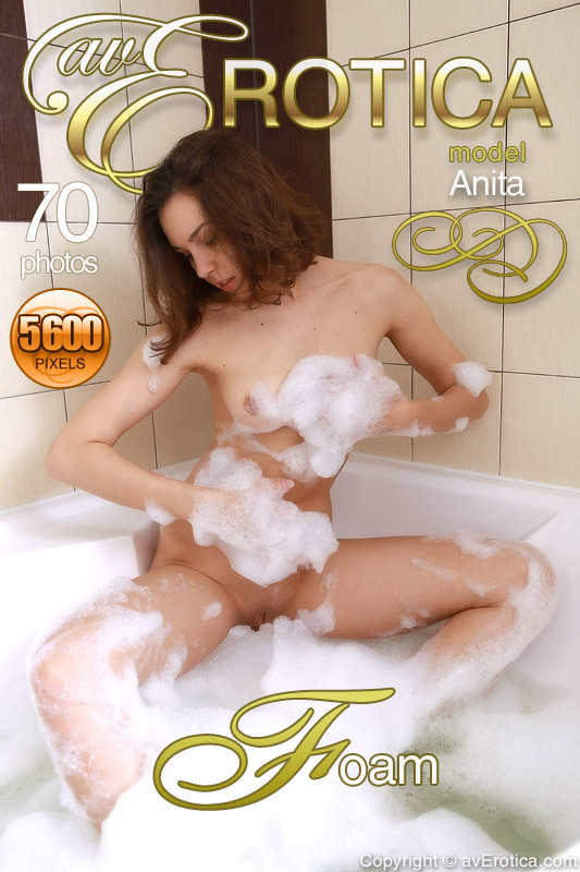 avErotica8-16 Anita - Foam 03100
