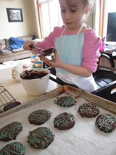 decorating gluten free thin mint cookies
