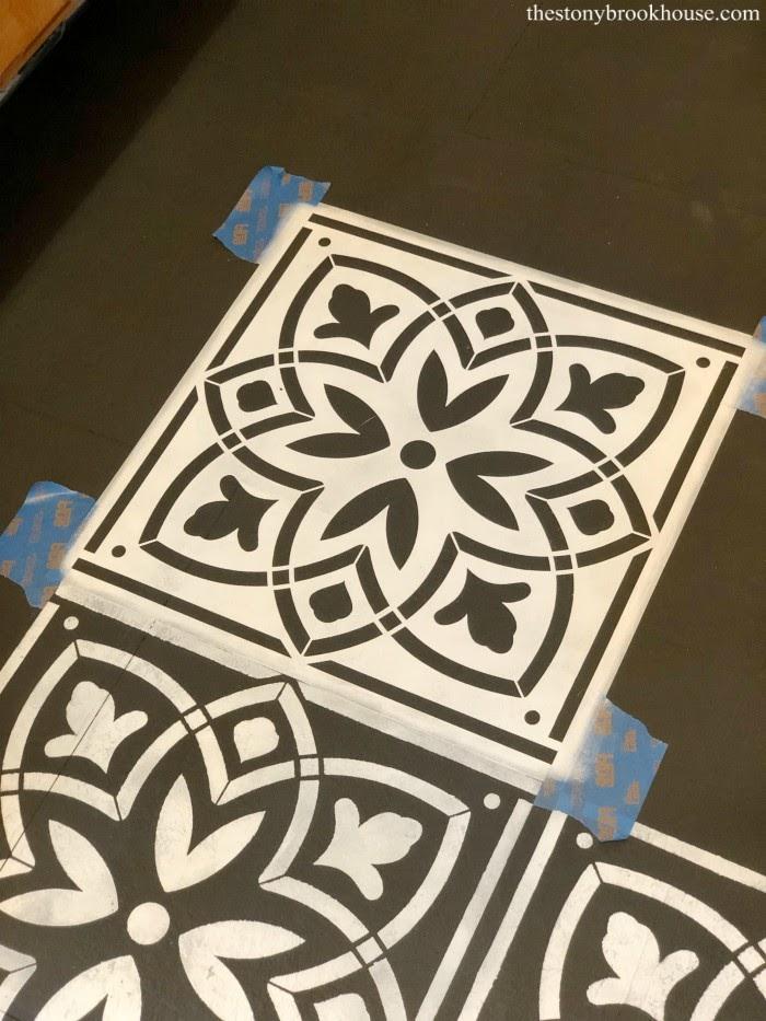 Stenciling vinyl flooring