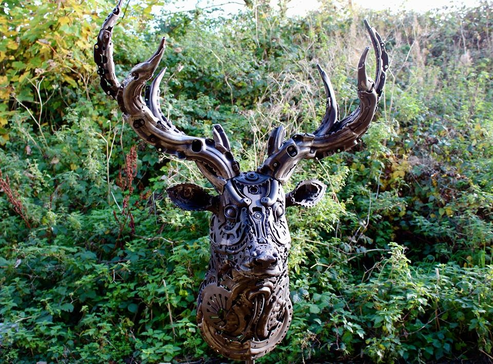 23-Stag-Alan-Williams-Animals-Sculptured-with-Recycled-and-Upcycled-Metal-www-designstack-co