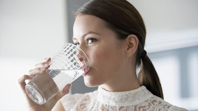 Νερό με άδειο στομάχι, το σίγουρο μυστικό για αδυνάτισμα και αποτοξίνωση