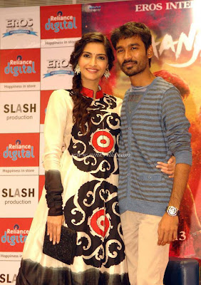 Sonam Kapoor & Dhanush at Reliance Digital for promotion 'Raanjhanaa'