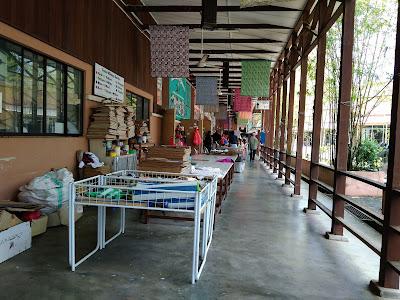 Beli Produk Batik di Natural Batik Village, Pahang