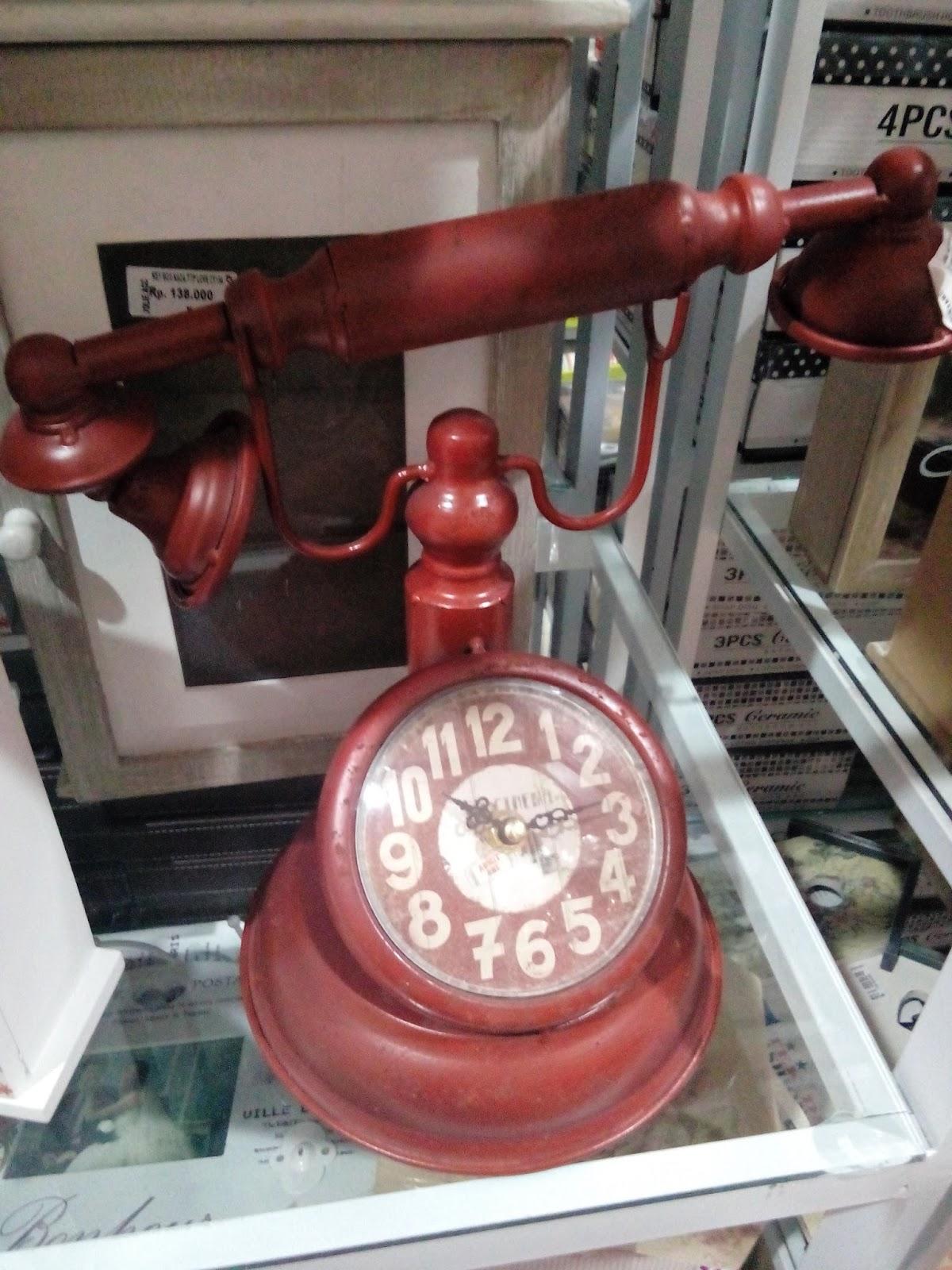 jam klasik vintage bentuk telepon jaman dulu Jolie Jogja Wirobrajan