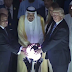 Θέλουν να μας πουν κάτι;; Η ανατριχιαστική φωτογραφία του Τραμπ με την σφαίρα και το περίεργο link!