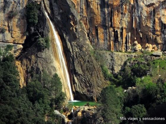 Cascada de Linarejos en la Sierra de Cazorla, Segura y las Villas