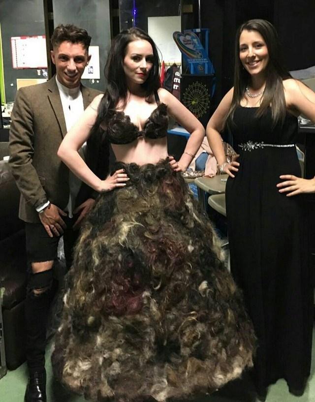 Close Errado: mulher cria vestido com pelos pubianos