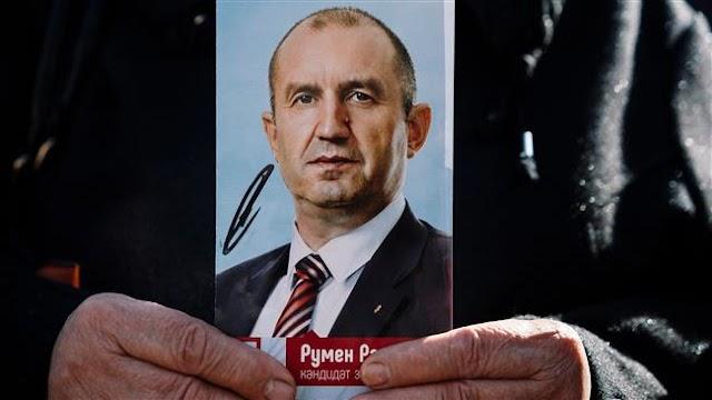 Rumen Radev in early lead in Bulgaria presidential race