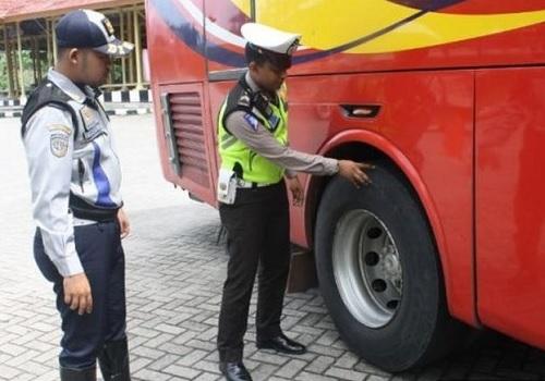 Rampcek Pada Bus Pariwisata sedang Berlangsung