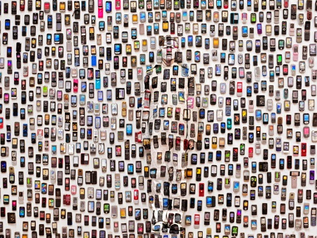 14-Mobile-Phones-in-Beijing-Liu-Bolin-Find-The-Painted-Invisible-Man-www-designstack-co