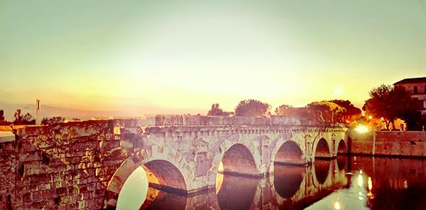 Ponte de Tibério em Rimini