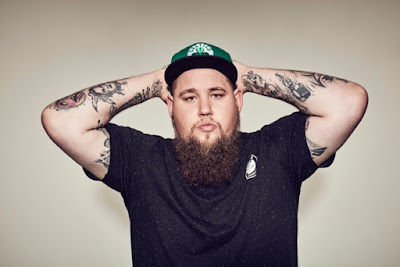 Rag'n'Bone Man Wins BRITs Critics' Choice Award 2017