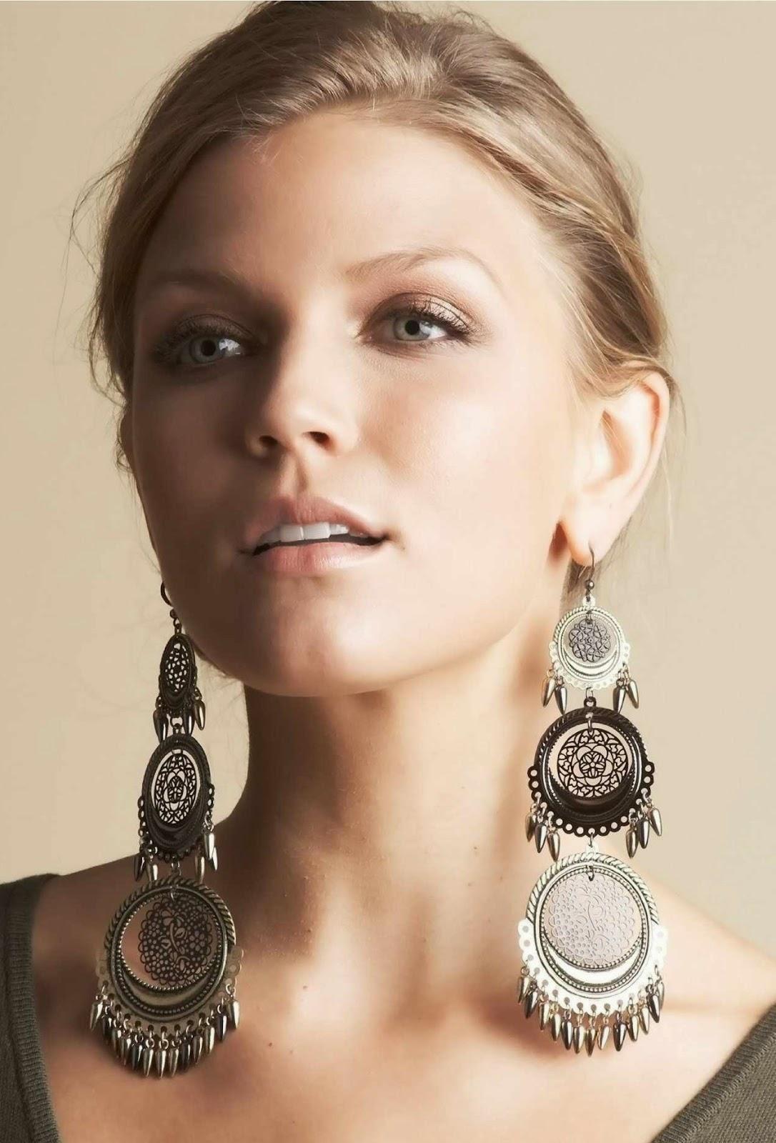 Women Wearing Earrings With Wonderful Image  playzoa.com