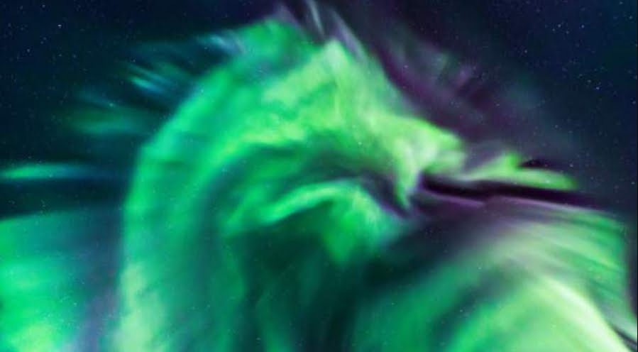 NASA confusa: Aurora del Dragone appare in Islanda.
