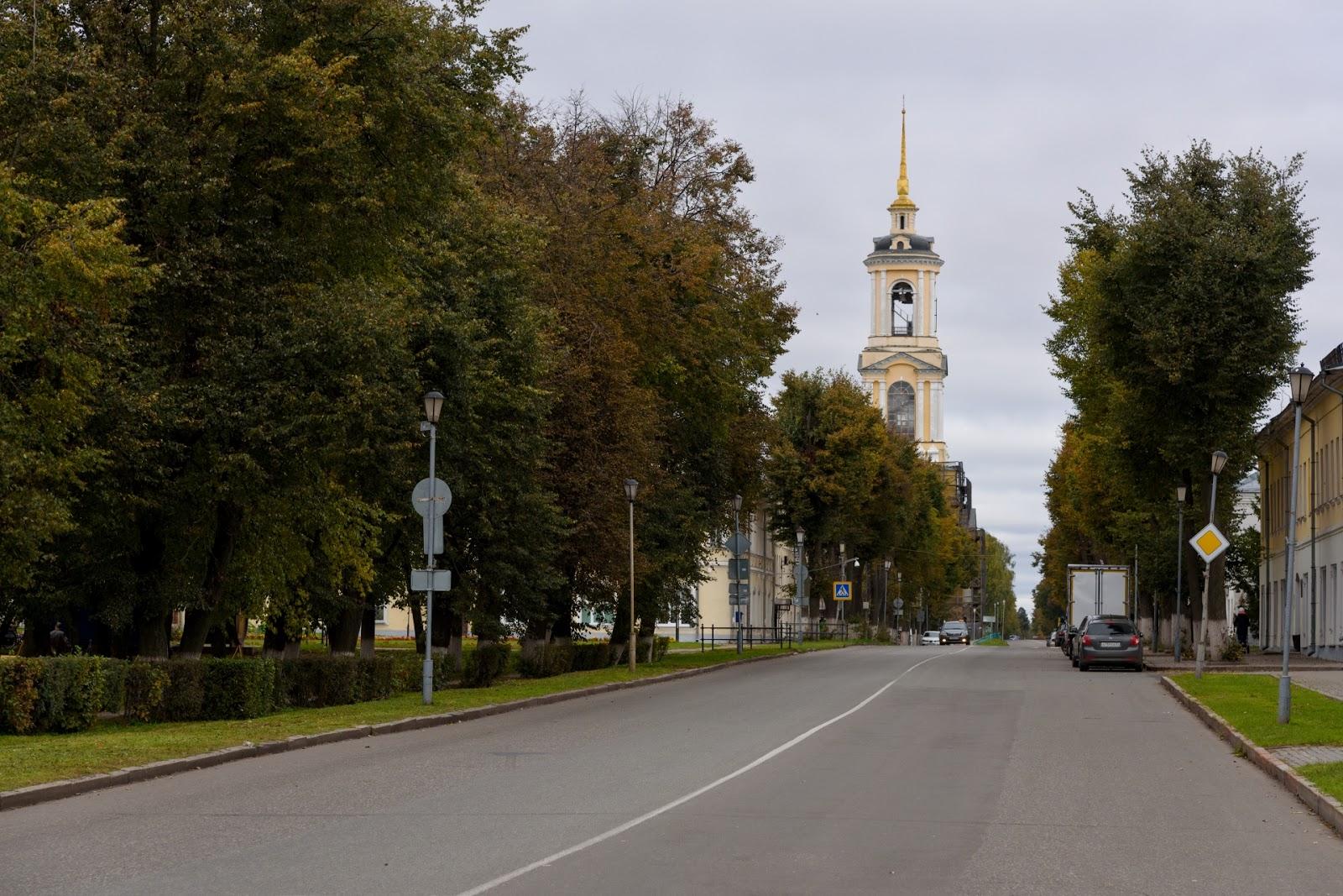 Улица Ленина в Суздале и Колокольня