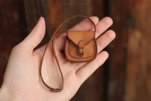 Миниатюрная сумка для куклы