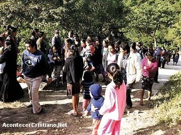Retorno de evangélicos a sus casas en Pahuatlán