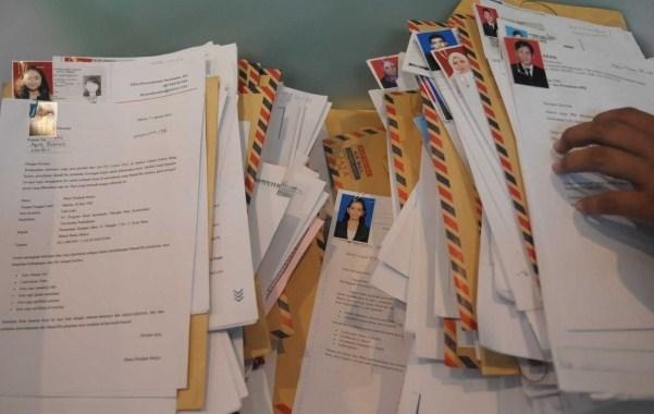 Tumpukan berkas lamaran kerja