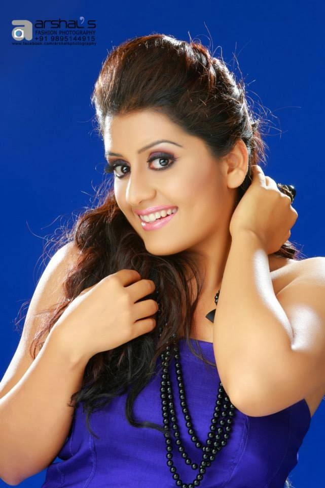 Sarayu latest hot photo shoot stills - Mallufun.com