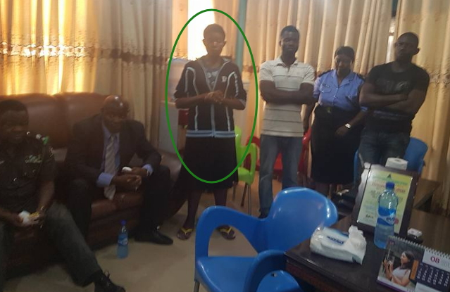 anambra state commissioner gives lady money