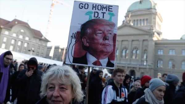 Suecia protesta por llegada de Trump a Foro Económico Mundial