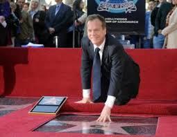 Kiefer Sutherland ganha estrela na calçada da fama (foto: AFP)
