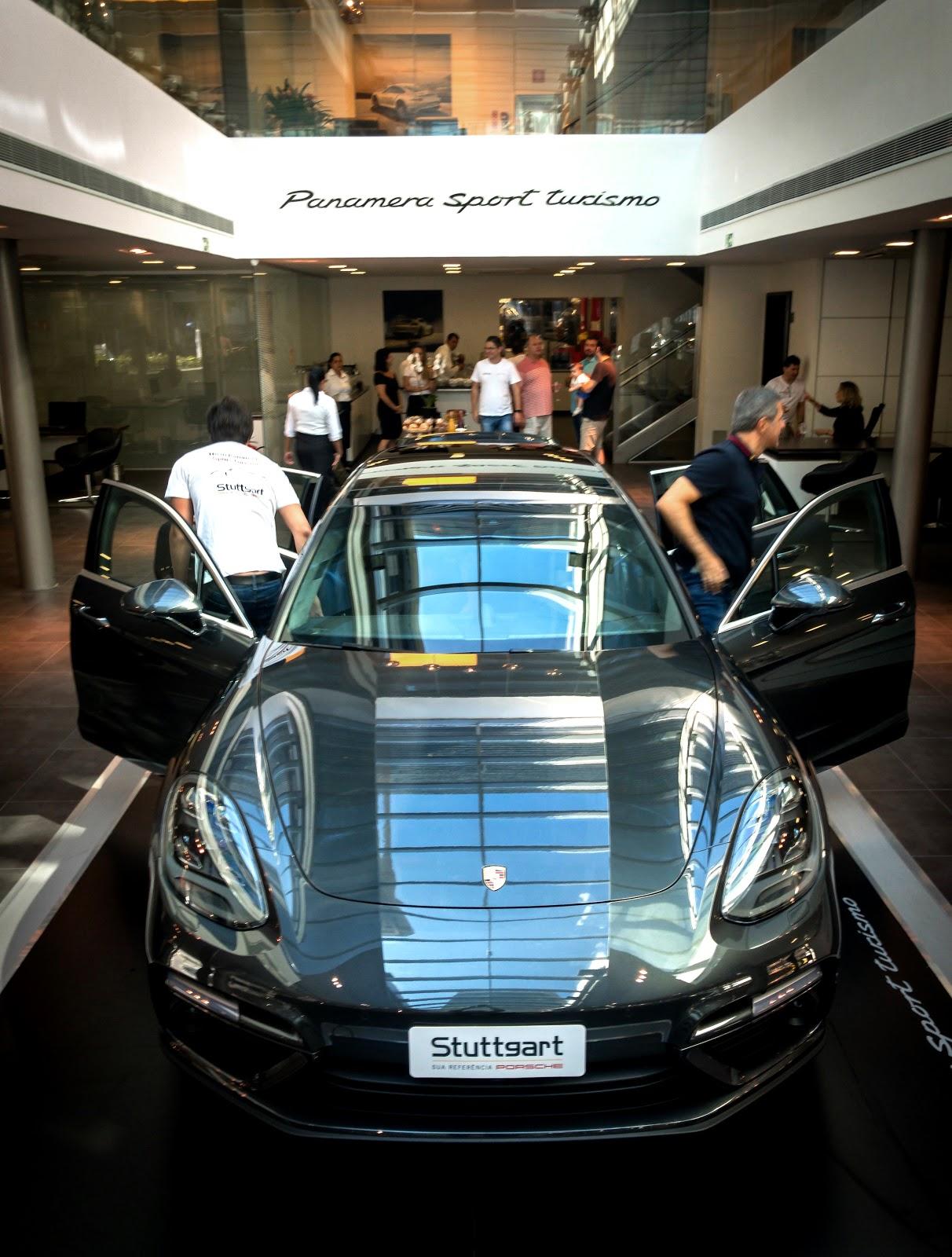 2c94e3e832 A Stuttgart Porsche apresentou neste sábado em sua sede de São Paulo o novo  Panamera Sport Turismo. Foi a primeira apresentação pública no Brasil do  novo ...